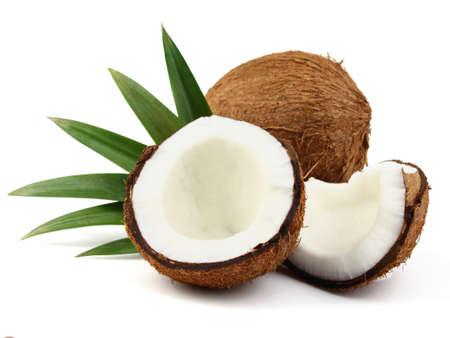 noix de coco: De noix de coco avec des feuilles Banque d'images