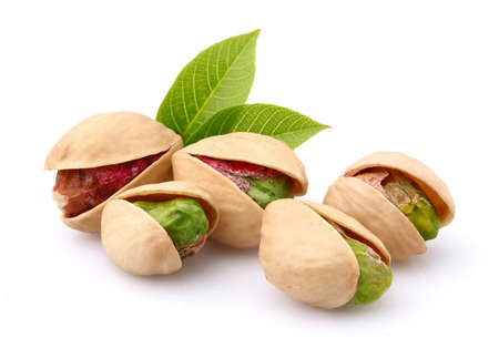 Dried pistachio with leaves 版權商用圖片 - 32305053