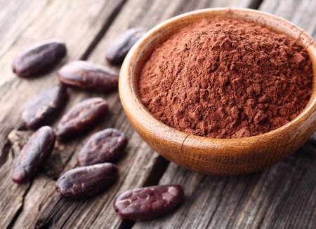 Cacaopoeder met cacaobonen