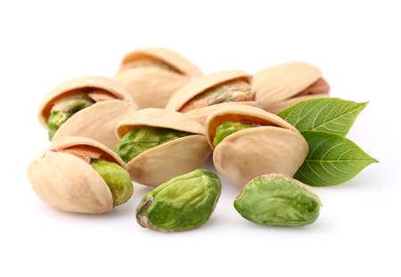 Pistache noten met bladeren