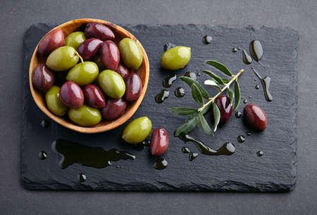 grafit: Olives on a graphite board