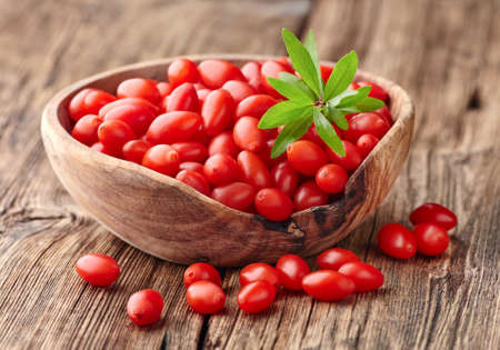 Goji berries on a wooden board Stockfoto