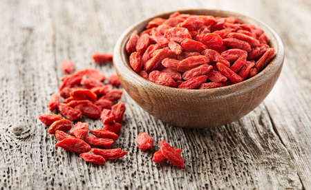 Goji berries on a wooden board Standard-Bild
