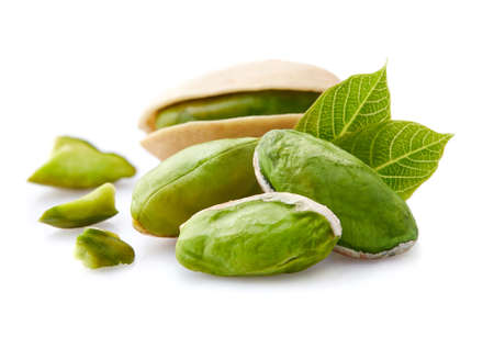 Pistachio kernels with leaves