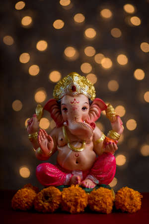 Hindu God Ganesha on Blured bokeh background, Ganesha Idol. Imagens