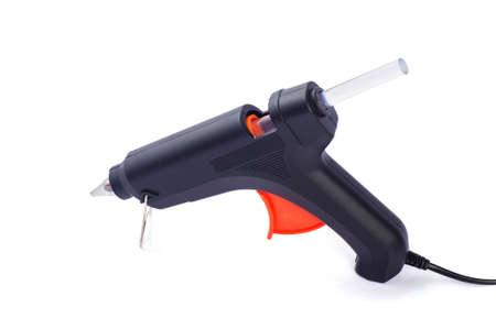 Pistolet à colle chaude électrique isolé sur fond blanc