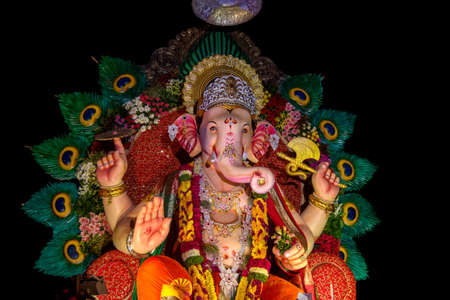 Statue of Hindu God Ganesha. close up of Ganesha Idol at an artist's workshop during Ganesha Festival. Imagens