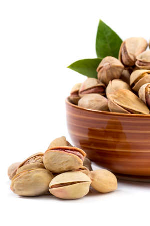 Pistachio in bowl on white background Imagens