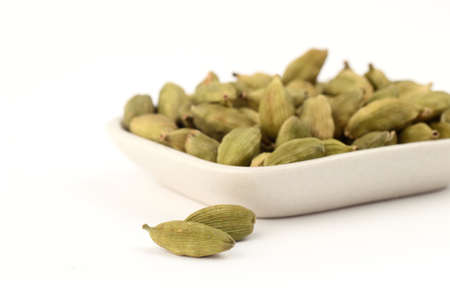 Green Cardamom pods in plate 스톡 콘텐츠 - 135366363