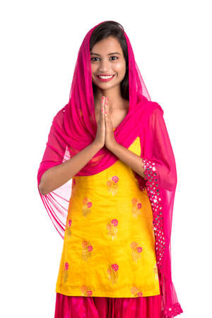 Beautiful Indian girl with welcome expression (inviting), greeting Namaste. Stock fotó - 150640920