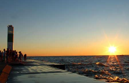 Luz de la casa en el muelle en el lago Michigan, Holland, Michigan.