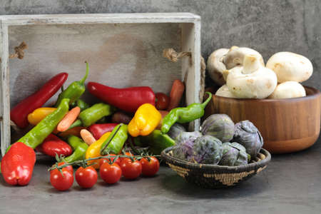 An assortment of Vegetables, of Brussels sprouts, mushrooms, peppers,carrots, tomatoes, green Shishito peppers, red peppers. Banco de Imagens