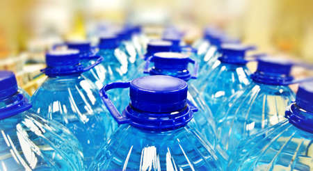 engarrafado: row of bottled water