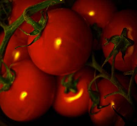 tomatos: fresh tomatoes