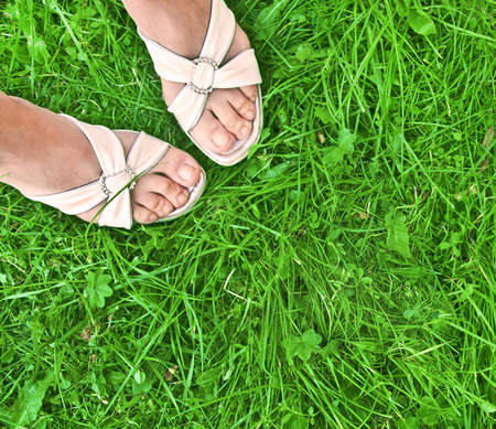 foots: female foots on grass