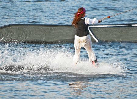 springboard: waterskier delante del trampol�n Foto de archivo