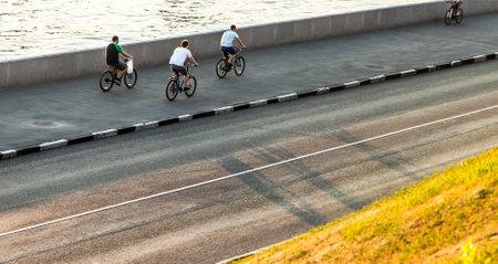 bicyclists: street bicyclists