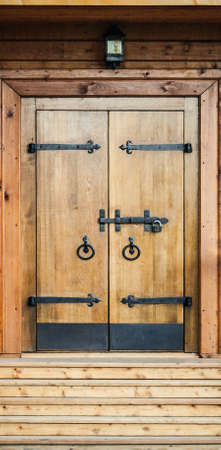ferretería: estilo medieval puerta