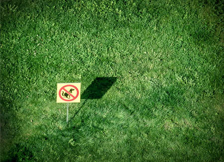 dung: no dog allowed sign