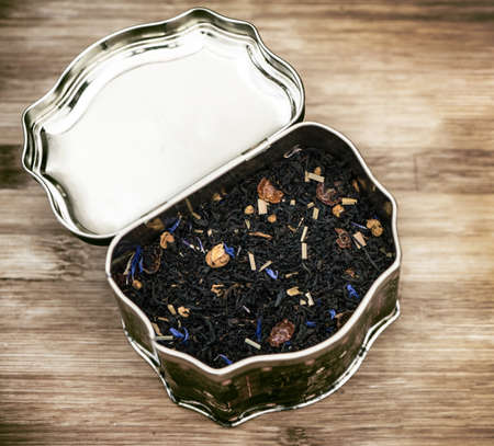 olfactory: old can of aromatized tea