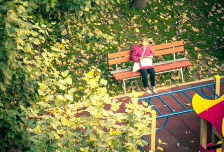 pensionary: old woman on bench