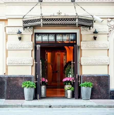 ferreteria: Fachada de la vendimia con la puerta abierta