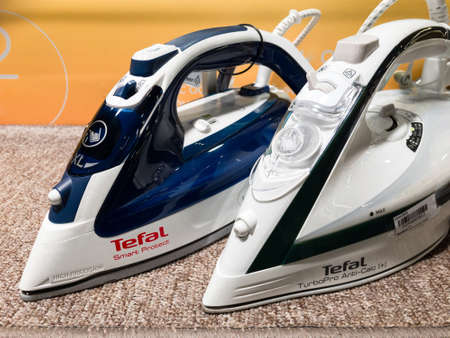 2020: Tefal electric irons on the store shelf 新闻类图片