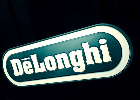 2020: DeLonghi light sign in the electronics store
