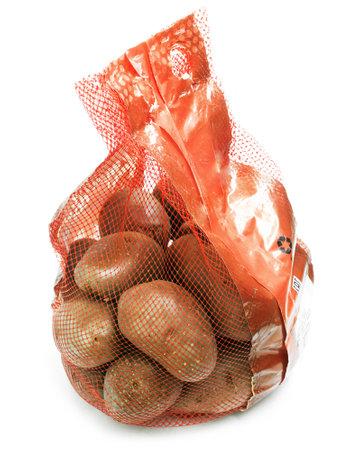 grocery pack of fresh potato, isolated 免版税图像