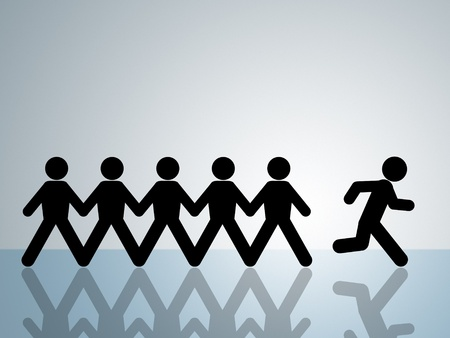 papier keten figuur loopt weg van groep breakout beginnen nieuw leven Stockfoto
