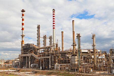 industria petroquimica: destilaci�n de combustible de industria petroqu�mica de refiner�a de petr�leo de gasolina petrochemy Foto de archivo