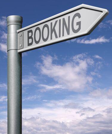 fiestas electronicas: flecha de signo de carretera de reserva apuntando hacia el billete de reservas, vuelo, habitaci�n de hotel o vacaciones,