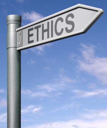 valores morales: flecha de signo de carretera de �tica que indica la forma de elecci�n entre bueno y malo o mal