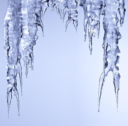 sopel lodu: sople lodu musujÄ…ce biaÅ'e zwisajÄ…ce Zdjęcie Seryjne