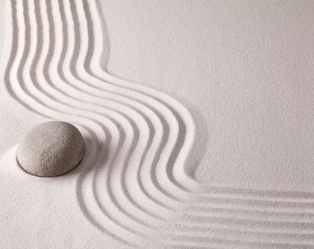 Zen-Buddhismus geistige japanischen Steingarten abstrakte Harmonie und Balance-Konzept für Reinheit Konzentration Meditation und Entspannung Wellness-Sand und Stein