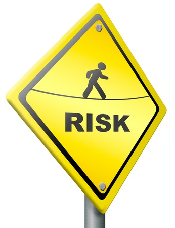 risiko: Risiko voran Warnzeichen in gelb bewusst sein, der Gefahr und Gef�hrdung in naher Zukunft