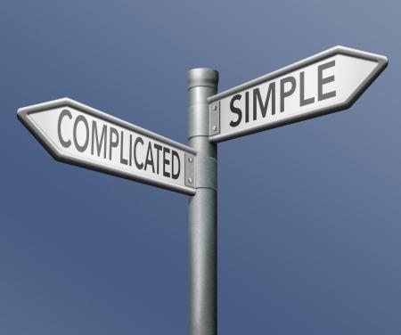 simples ou compliquées de la facilité ou de la flèche dure roadsign sur fond bleu carrefour choix décisif défi choix fait se démarquer de la foule en prenant des risques aventure test de caractère