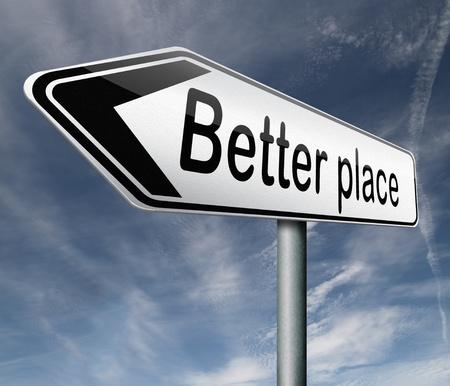 evoluer: un meilleur endroit pointant vers le changement et le progr�s pour am�liorer la fl�che signe du monde sur route Banque d'images
