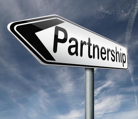 pacto: socios de cooperaci�n de la delincuencia o socio de negocios cooperar pacto Foto de archivo