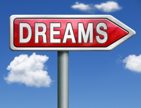 realiseren: dromen te realiseren en maak uw droom waar te zijn succesvol en uw doelen te bereiken rood weg teken pijl Stockfoto