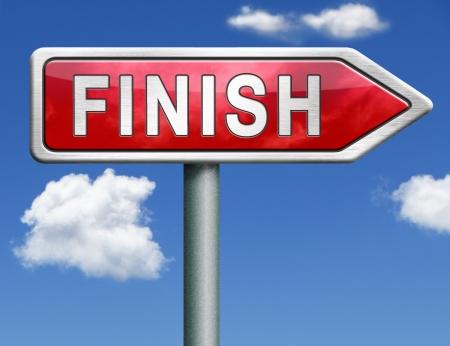 end line: terminar la final de la competencia de una salida a los problemas de flecha roja se�al de tr�fico Foto de archivo