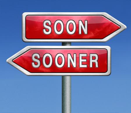 hurry up: presto o prima il pi� velocemente possibile immediatamente al momento in fretta