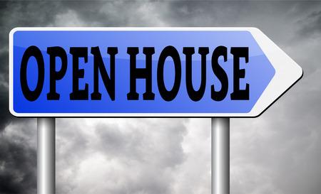 open huis: Open huis te koop bord op model huis forselling kopen van onroerend goed Stockfoto