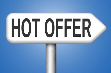 low price: offerta calda segno basso prezzo speciale per la promozione del prodotto a internet on-line cartello stradale webshop