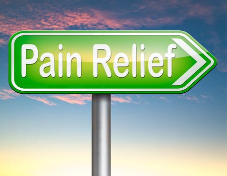 pijnstilling of beheer door pijnstiller of een andere behandeling chronische rugpijn bord met tekst Stockfoto