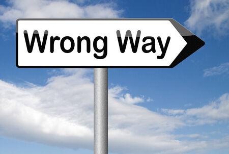 間違った方法の大きな間違いは、間違った方向または決定に引き返す 写真素材