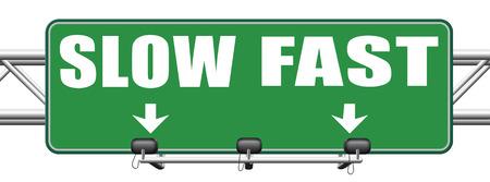 fast lane: r�pido o lento ritmo, carril o que viven m�s r�pido o m�s lento carrera de ratas parada velocidad y adaptarse al estilo de vida m�s lento que t�mate tu tiempo hacer que sea f�cil de ruta muestra de la flecha Foto de archivo