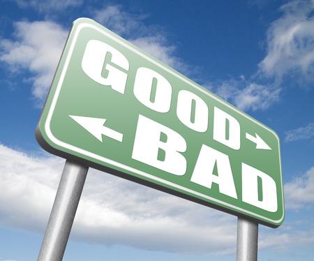 valores morales: buenas mal un dilema moral sobre los valores de la �tica bien o mal o malos honestos signo legal o ilegal Foto de archivo