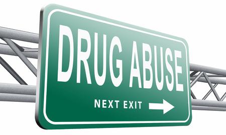 약물 남용 도로 표지판을 게시합니다. 스톡 콘텐츠