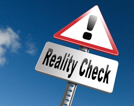Reality check-up voor het echte leven gebeurtenissen en realistische doelen, skpticism of scepticus, verkeersbord billboard. Stockfoto